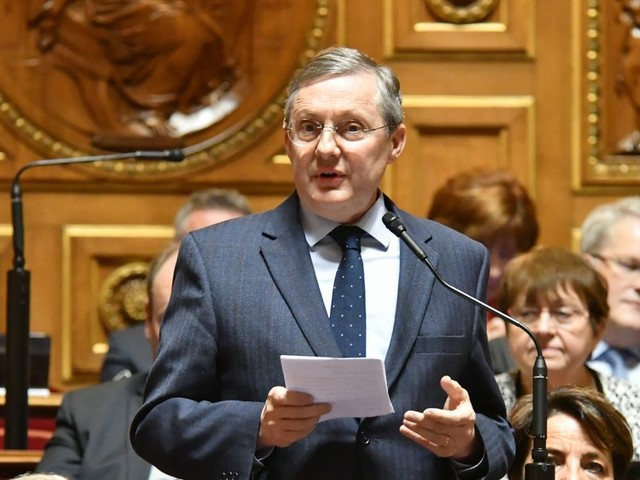 Le Sénat sort une loi sur le communautarisme pour mettre la pression sur Macron