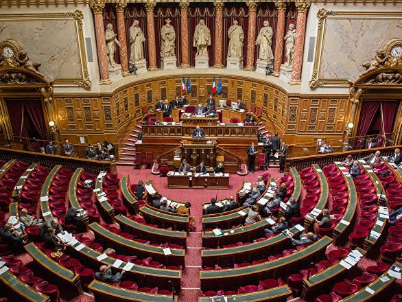 Gilets jaunes: Castaner et Le Maire convoqués au Sénat après les violences à Paris