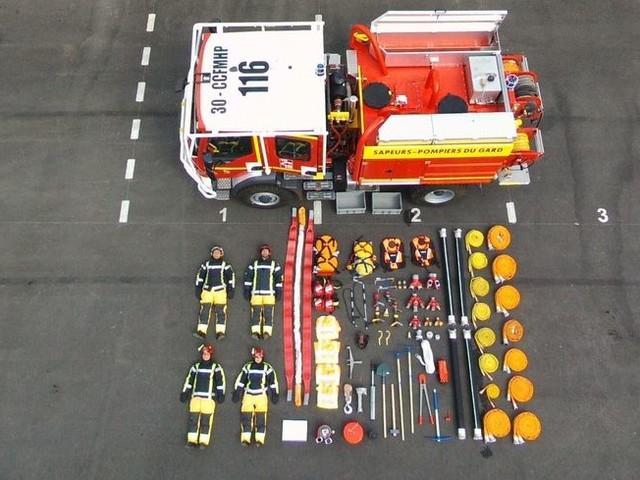 """PHOTOS - Les pompiers de la nouvelle caserne de Nîmes relèvent le défi du """"Tetris Challenge"""""""