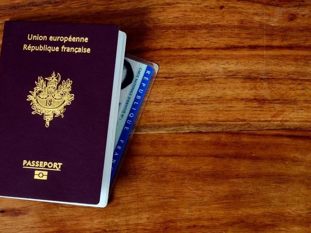Le gouvernement veut accélérer la naturalisation des travailleurs en 1re ligne pendant le confinement