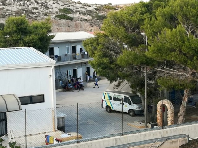 Open Arms: le navire espagnol va chercher quinze migrants à Lampedusa