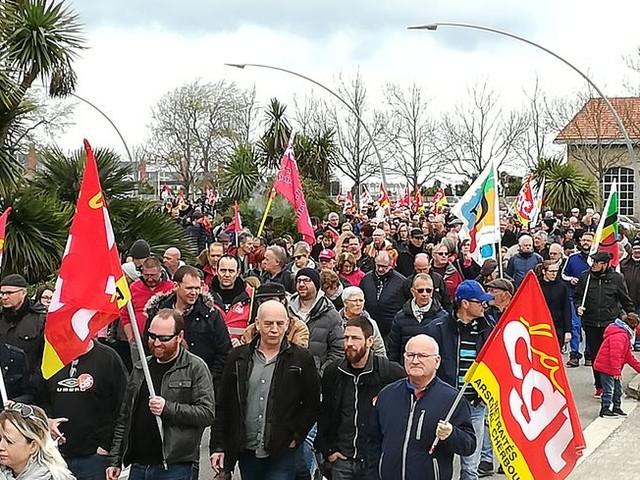 900 manifestants dans les rues de Cherbourg contre la politique du gouvernement