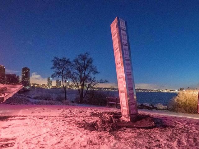 Après une tournée européenne, le «monolithe mystérieux» surgit au Canada