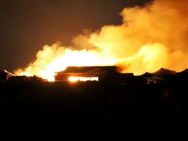 Japon : un château classé au Patrimoine mondial ravagé par les flammes