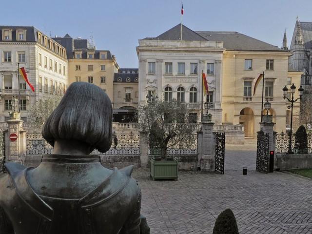 Municipales 2020 : Serge Grouard en tête des sondages à Orléans, Olivier Carré et Jean-Philippe Grand au coude à coude