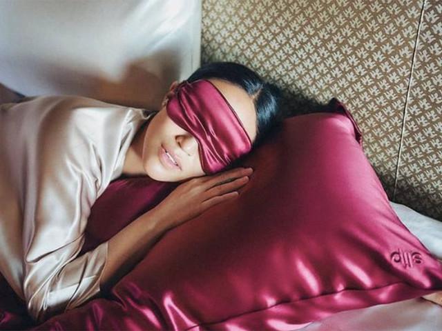 Beauté : Investir dans une taie d'oreiller en soie va sauver votre peau