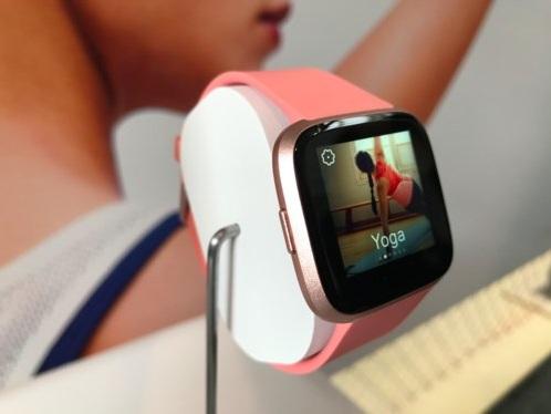 Versa : faut-il craquer pour la montre de sport design de Fitbit ?