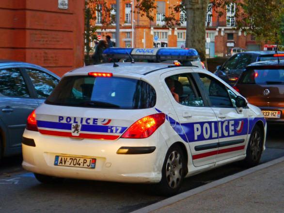 Des policiers attaqués par une centaine d'individus dans un nouveau guet-apens à Mantes-la-Jolie – vidéo