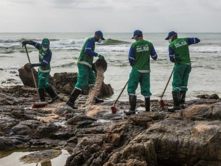 Brésil: impuissance et désarroi face à la marée noire