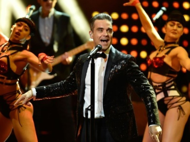 Robbie Williams et les Black Eyed Peas au concert de charité de Manchester