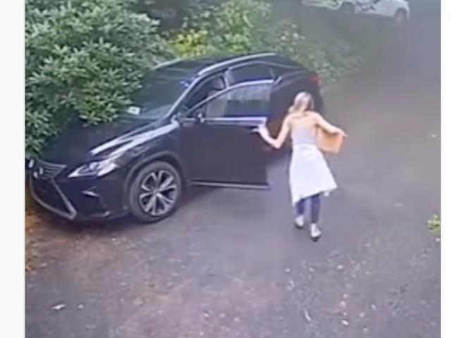 VIDEO - Une conductrice a la peur de sa vie en retournant à son SUV
