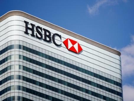 HSBC se sépare de son patron et supprime des milliers d'emplois