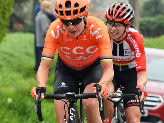 Vos la torpille - OVO Energy Women's Tour # 2. Marianne Vos, nouvelle leader, l'emporte au Cyclopark devant Lizzie Deignan et Sarah Roy. + Un nouveau DS pour Charente-Maritime - Gaël Le Bellec rejoindra à la fin du mois le staff de l'équipe UCI Charente-Maritime Women Cyclin + Diamond Tour : nouveau tracé - Le SPAR Flanders Diamond Tour, M6 de la Lotto Cycling Cup, c'est dimanche à Nijlen avec un