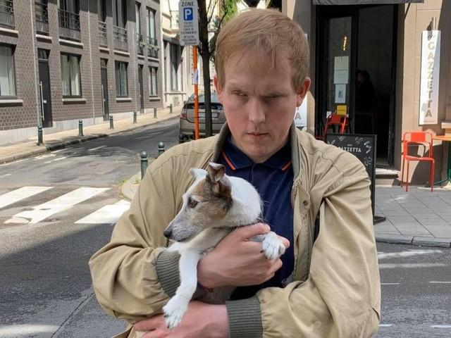 Joey, aveugle de 31 ans, risque de se faire expulser par son ex-compagnon: le quinquagénaire a profité de son handicap pour lui cacher la procédure!