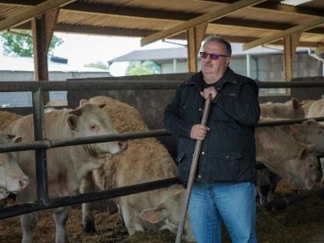 """Dans les Deux-Sèvres, le """"coup de massue"""" des éleveurs mis à la diète par l'UE"""