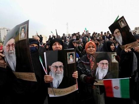 """Rassemblement monstre à Téhéran contre les """"émeutes"""""""