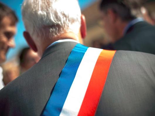 """Une enquête pointe une """"crise des vocations"""" des élus locaux"""