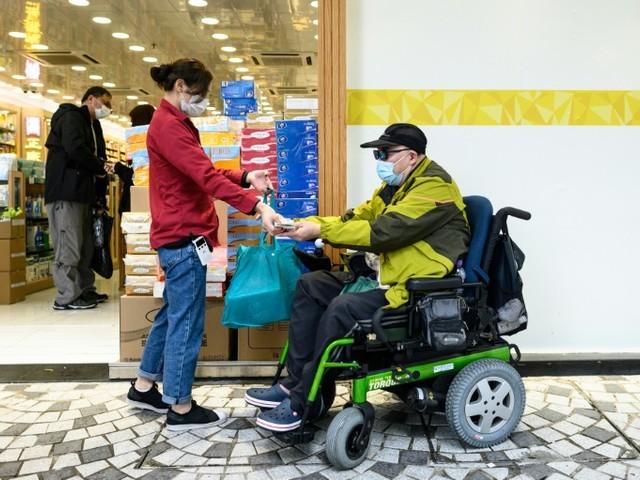 Hong Kong: trouver un masque, mission impossible quand on est handicapé