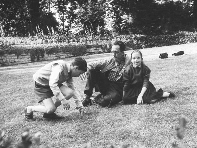 """Albert Camus : """"Je ne connais qu'un devoir, c'est celui d'aimer"""""""