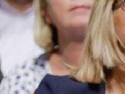 Brigitte Macron, un «crochet du droit», étrange comportement avec un policier