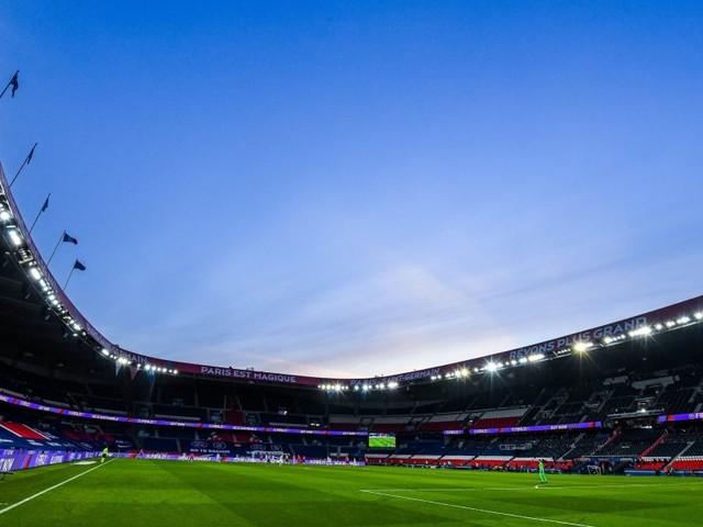 PSG/Lyon – Un garçon de 11 ans touché par un siège, le club parisien réagit et porte plainte