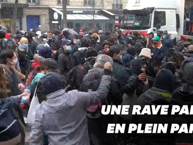 """À Paris, la police met fin à une rave party en marge de la manif contre la loi """"Sécurité globale"""""""
