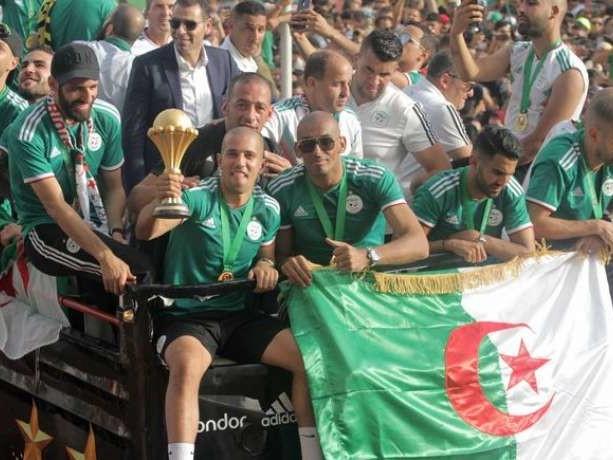 Les Fennecs militent pour un Algérie-France !