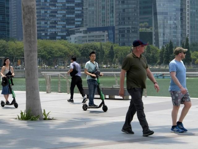 Singapour: pas de trottinette sur les trottoirs sous peine de prison