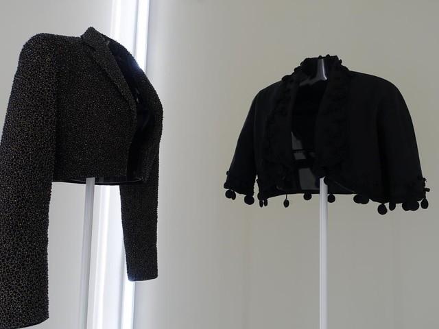 Exposition Alaïa-Balenciaga à Paris : face-à-face bluffant entre deux couturiers sculpteurs de la forme