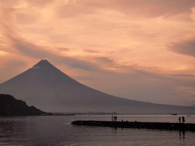 Éruption : le volcan Mayon menace les Philippines
