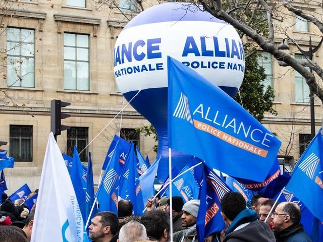 """Retraites: les policiers saluent des """"avancées"""" et suspendent leur mobilisation"""