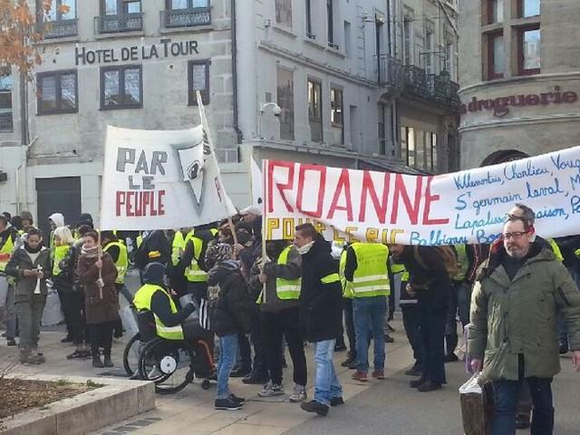 Les gilets jaunes manifestent à Saint Etienne pour l'Acte 10
