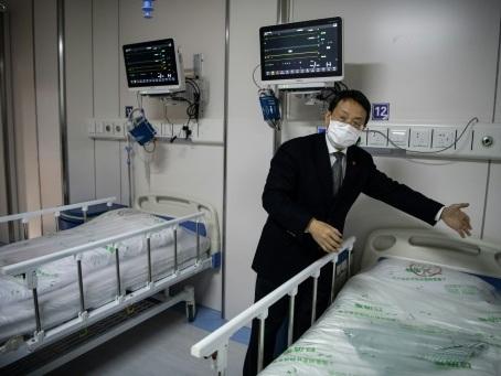 Dans un hôpital de Shanghai, cocktail de traitements contre le coronavirus