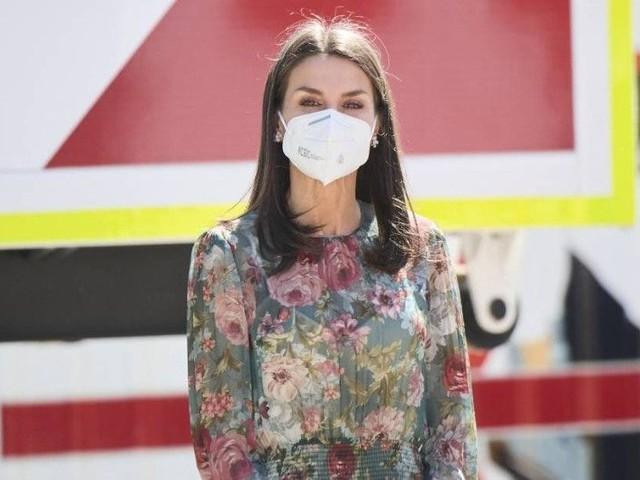 Letizia d'Espagne fait sensation dans une robe fleurie complètement transparente, signée Zara