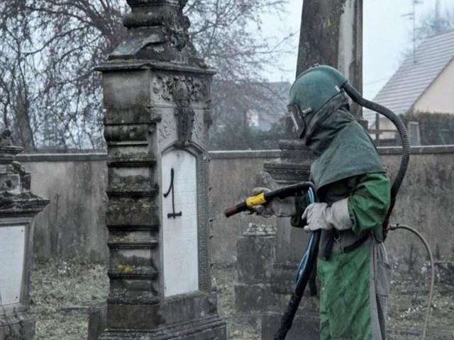 Herrlisheim, Quatzenheim, Westhoffen: il nettoie les tombes juives profanées en Alsace