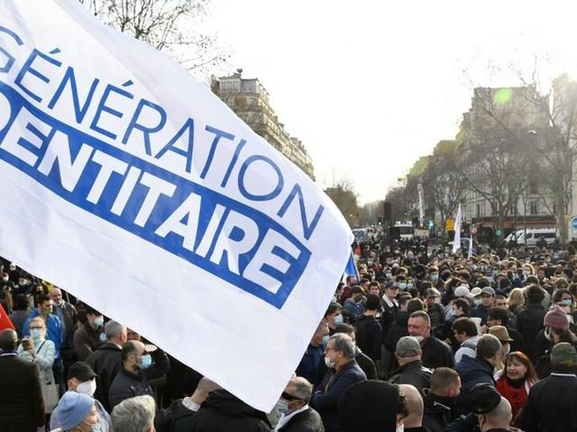 Génération identitaire conteste sa dissolution en citant Macron et Le Maire