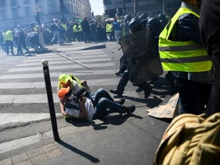 """La crise des """"gilets jaunes"""" en dix dates"""