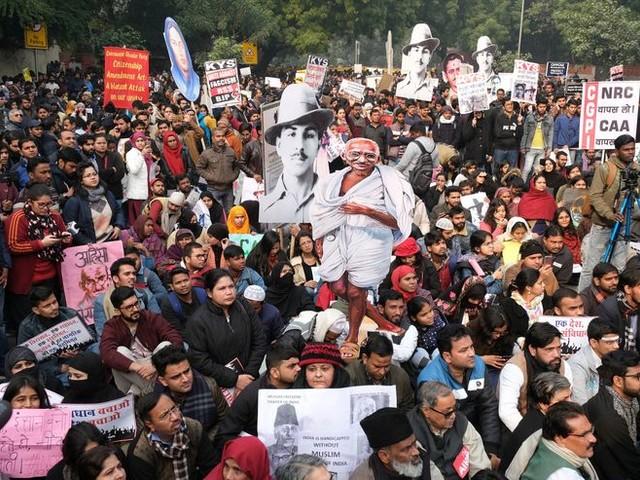La police utilise un logiciel de reconnaissance faciale alors que les manifestations s'intensifient en Inde