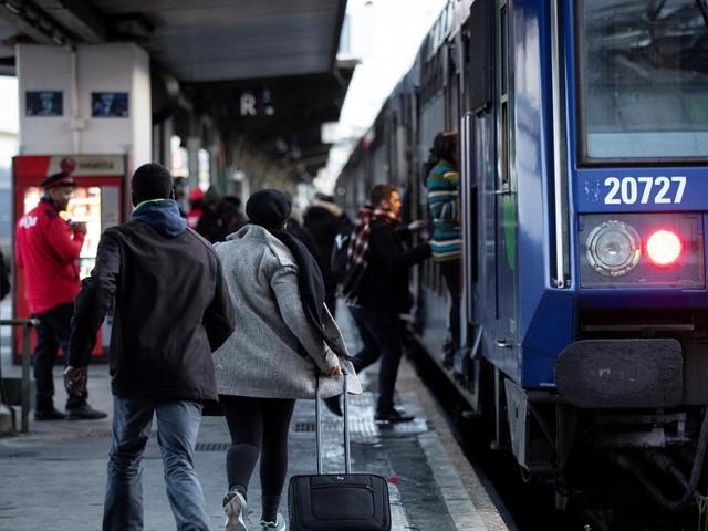 """EN DIRECT - Grève à la SNCF : trafic TGV """"quasi normal"""" ce week-end, en amélioration sur les TER et Transilien"""