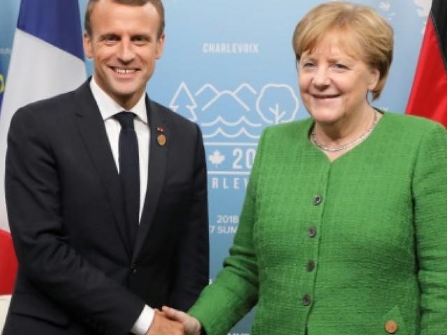 Macron chez Merkel mardi pour ressouder leurs liens dans une Europe divisée