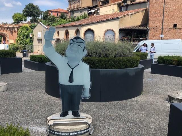 Les statues des Tontons Flingueurs sont de retour à Montauban !
