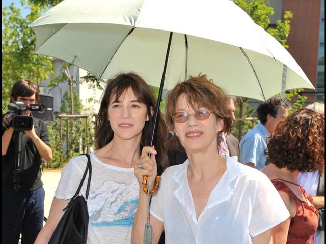 """Jane Birkin : ses confidences sur """"la jalousie"""" de sa fille Charlotte Gainsbourg"""
