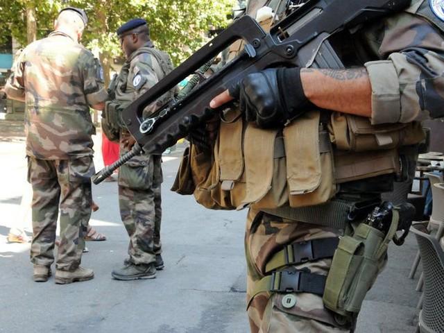 À Lyon un militaire tire sur un homme qui le menaçait avec un couteau
