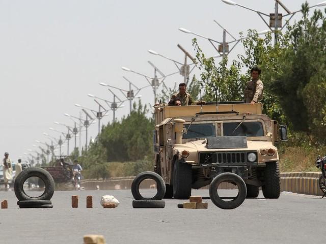 En Afghanistan, les talibans s'emparent de deux capitales provinciales en 24h