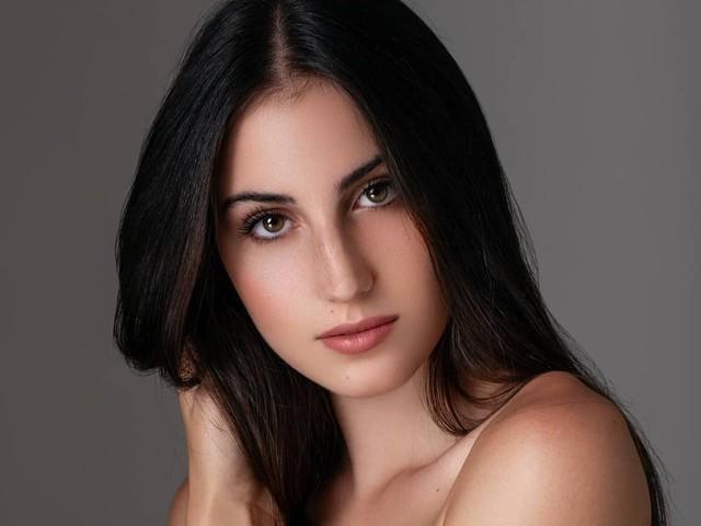 Alixia Cauro, la nouvelle Miss Corse, en lice pour le concours de Miss France 2020