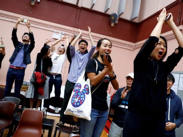 Victoire des prodémocratie à Hong Kong: Carrie Lam souhaite «écouter humblement»