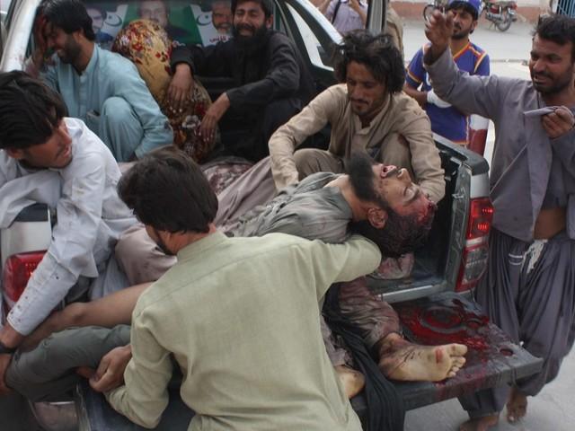 Pakistan: au moins 128 dans l'attentat perpétré lors d'une réunion électorale