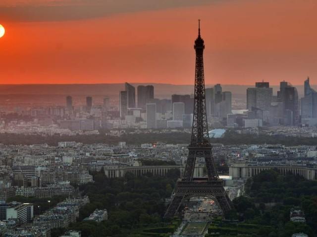 L'économie française bondit, mais l'automobile, les restaurants et les hôtels souffrent