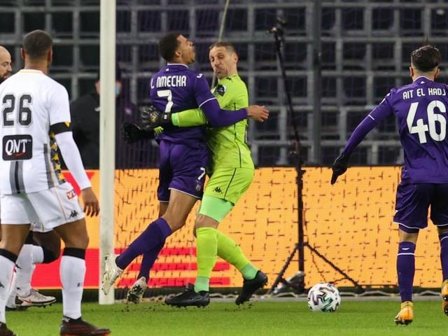 Anderlecht – Sporting Charleroi: y avait-il penalty sur Nmecha, bloqué par Penneteau? (vidéo)