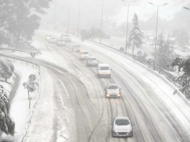 Chutes de neige: la situation s'améliore sur les routes